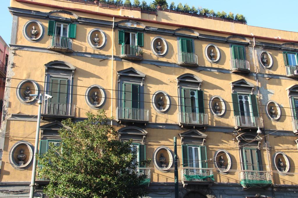 bâtiment italien naples