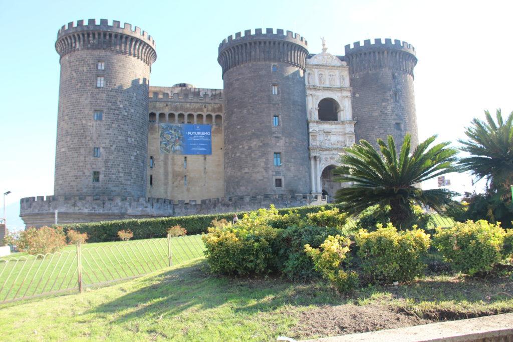 castel nuovo à naples